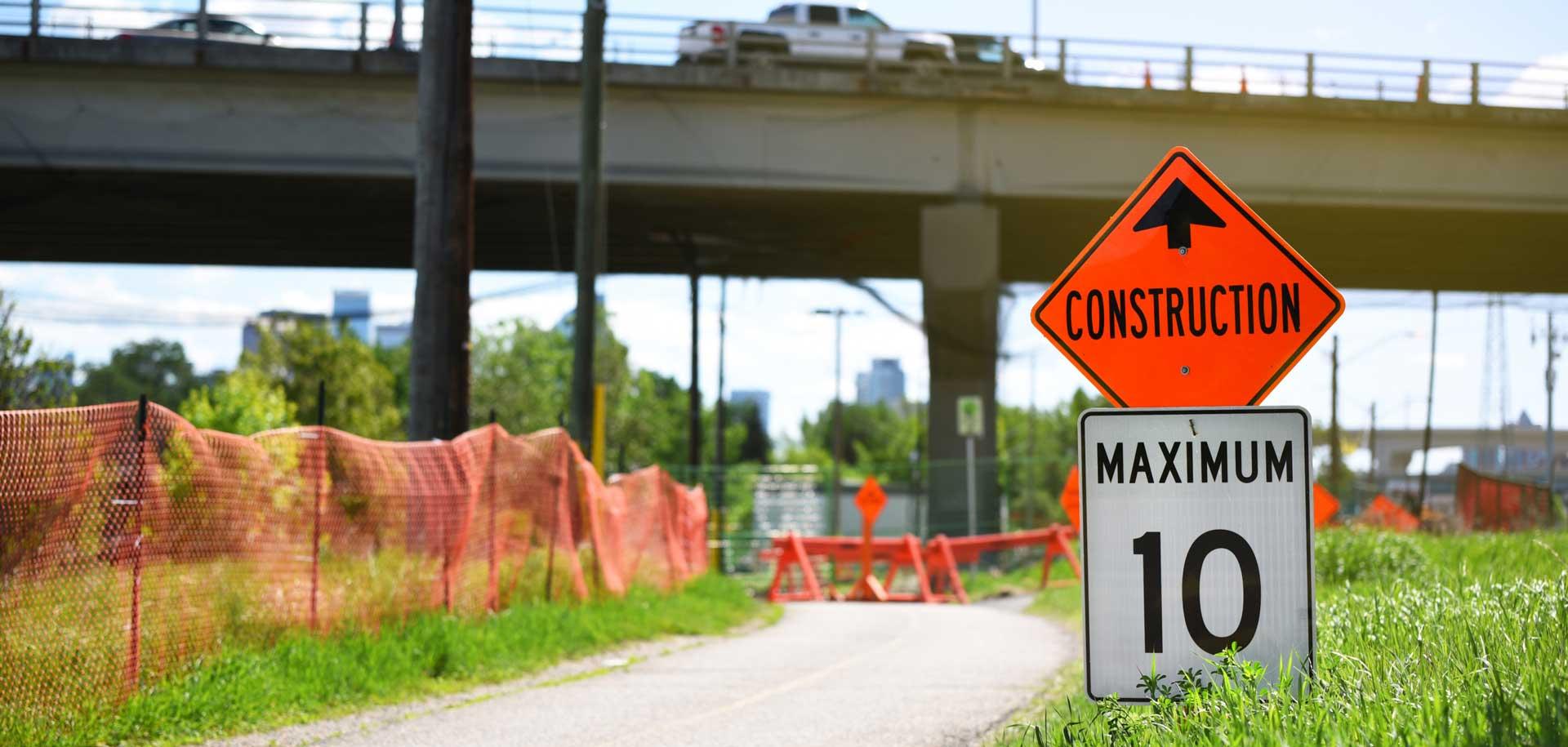 'Construction. Maximum 10' sign